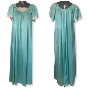 Vintage Carriage Court Long Nightgown OS